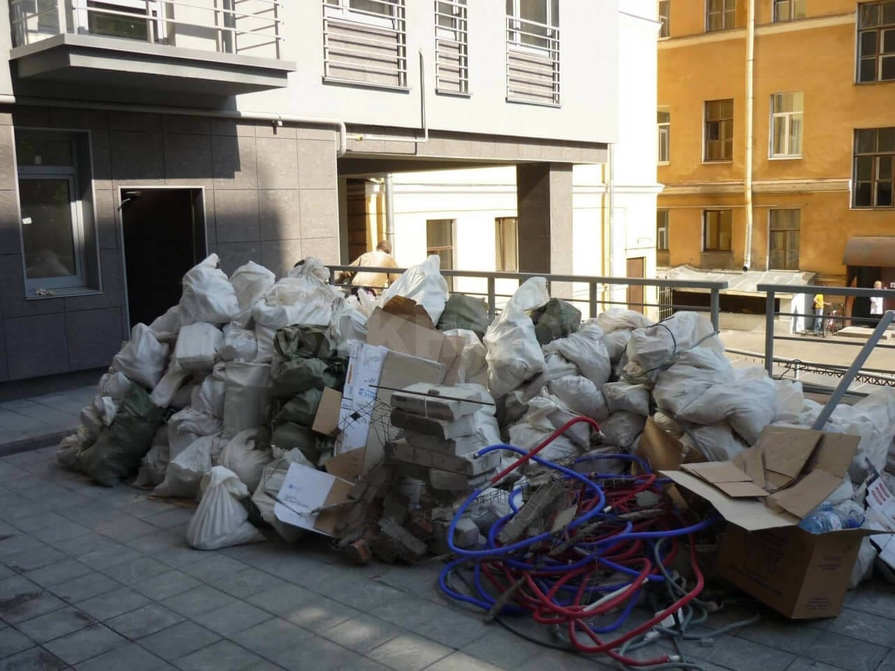можно ли выкидывать строительный мусор на мусорку